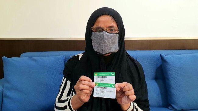 Sempat menunggak iuran, status kepesertaan JKN-KIS Iis Mulyati dan keluarga kembali aktif setelah mendapat bantuan dari pemerintah.