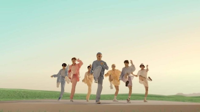 BTS Lelang 7 Set Kostum Video Klip Dynamite