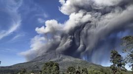 Gunung Sinabung Kembali Keluarkan Awan Panas, Status Siaga