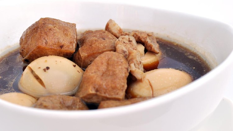 thai food khai phalo egg stewed with meat and tofu in soy sauce 4