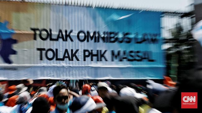 Badan Legislasi DPR tetap memasukkan klaster ketenagakerjaan ke dalam Omnibus Law Cipta Kerja, meski telah ada 4 fraksi yang menolak.