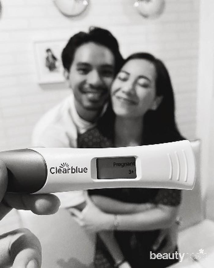 Selain mengumumkan kabar gembiranya lewat fotomaternity shoot,Abel juga mengunggah video saat ia memberi kejutan atas kabar kehamilannya kepada keluarga dan kerabat dekat.Video yang diunggah di fiturinstastorytersebut ia rekam pada 29 Maret 2020, namun baru diunggahnya ke media sosial pada perayaan ulang tahunnya yang ke-25 pada 19 Agustus 2020 lalu. (Foto: instagram.com/abellyc)