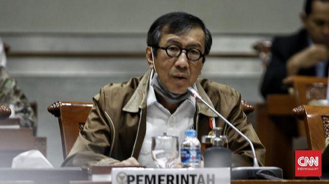 Menkumham Yasonna Laoly menyebut tak adil jika ada TKA atau WNA sudah dalam perjalan menuju Indonesia saat aturan tersebut dibuat hari ini, Rabu (21/7).