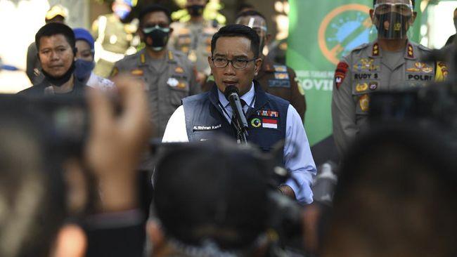 Ketua Gugas Percepatan Penanggulangan Covid-19 Jabar, Ridwan Kamil, menyatakan terdapat 637.102 penduduk yang melanggar protokol kesehatan.