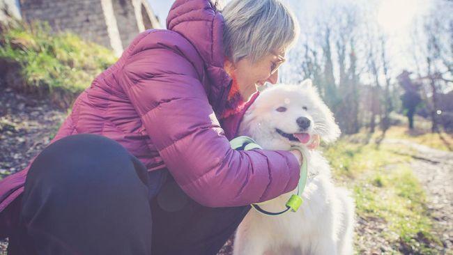 Sebuah penelitian terbaru menunjukkan wanita ternyata lebih berteman baik dengan anjing peliharaan.