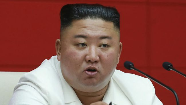 Pemimpin Korut Kim Jong Un mengeksekusi pedagang valas karena pelemahan mata uang won Korut terhadap dolar AS mencapai 20 persen.