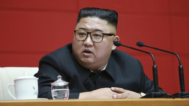 Korea Utara menganggap industri musik Korean Pop atau K-Pop merupakan bentuk eksploitasi dan perbudakan.