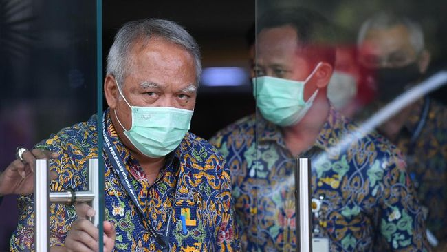 Menteri PUPR Basuki Hadimuljono gelisah karena covid-19 menghalangi interaksi sosialnya. Ia nekat menyambangi kediaman Menhub Budi untuk sekadar 'ngobrol'.