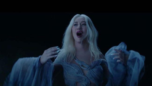 Christina Aguilera merilis kembali lagu tema Mulan yang bertajuk Reflection dalam versi baru pada Jumat (28/8).
