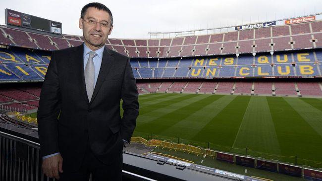 Presiden Barcelona Josep Bartomeu ditangkap, Senin (1/3). Berikut penjelasan kasus yang menjerat eks Presiden Barcelona tersebut.
