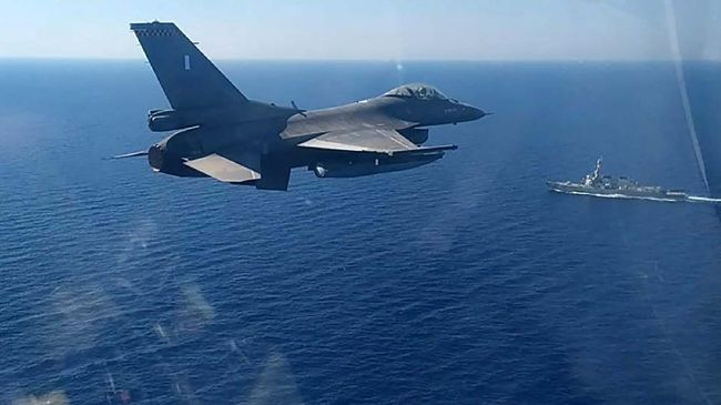 Turki menuduh Yunani mengirimkan empat jet tempur ke Laut Mediterania Timur pada Selasa (23/2). Namun Yunani membantahnya.