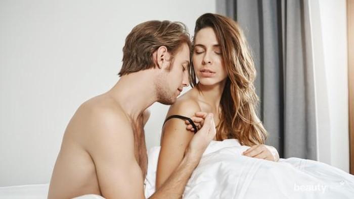 Sedang Hamil Tua? Intip 4 Gaya Bercinta yang Aman dan Nyaman