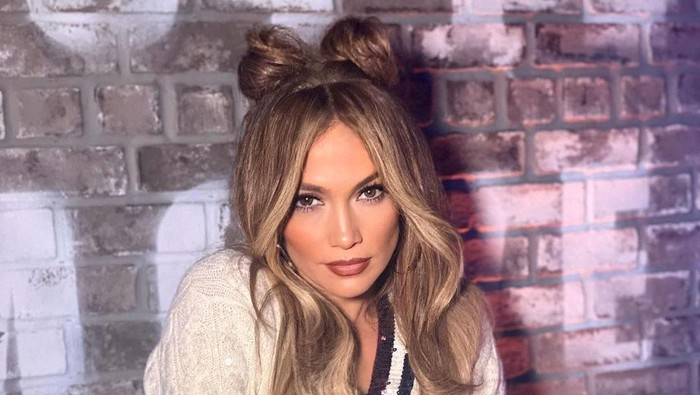Siap-siap, Jennifer Lopez Bakal Rilis Brand Makeup dan Skincare Sendiri
