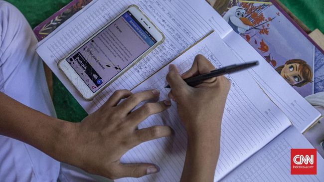 Sebanyak 171.998 peserta didik dan 12.649 pendidik tak punya gawai alias gadget untuk belajar dari rumah di masa pandemi.