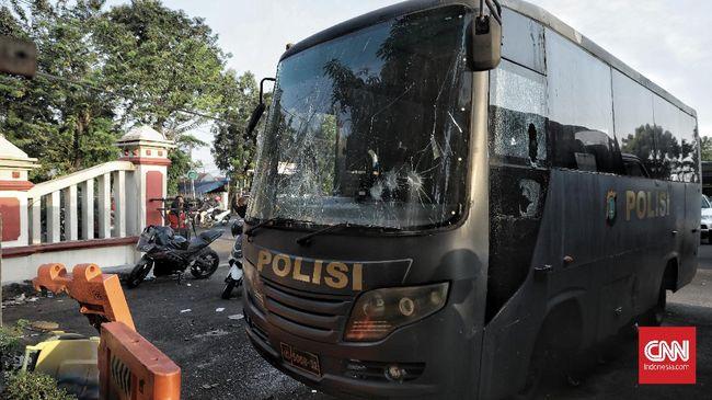 TNI membayar ganti rugi senilai Rp594 juta kepada 118 orang terdampak penyerangan Mapolsek Ciracas.