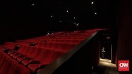Warganet Serbu Pengguna Tiktok Nonton di Bioskop Pakai APD
