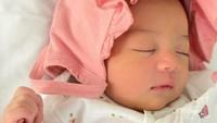 <p>Saat dilahirkan melalui proses normal, Cara rose memiliki berat lahir 3,74 kilogram dan panjang 51 sentimeter. (Foto: instagram @casalfonso, @riantic)</p>