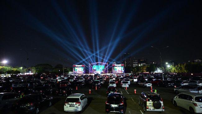 Dino Hamid selaku promotor memilih drive-in setelah pemerintah mengizinkan kembali konser di tengah pandemi. Menurutnya, itu membuat pengunjung lebih tenang.