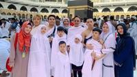 <p>Pada 2019 lalu, keluarga Gen Halilintar merayakan Hari Raya Idul Fitri bersama di Mekkah, Arab Saudi. (Foto: Instagram @genhalilintar)</p>