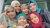 <p>Nah, ini kekompakan anak-anak perempuan di keluaga Gen Halilintar bersama sang ibu. (Foto: Instagram @genhalilintar)</p>