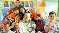 <p>Gen Halilintar adalah julukan keluarga besar pasangan Halilintar Asmid dan Lenggogeni Faruk. Pasangan ini memiliki 11 orang anak, Bunda. (Foto: Instagram @halilintarasmid)</p>