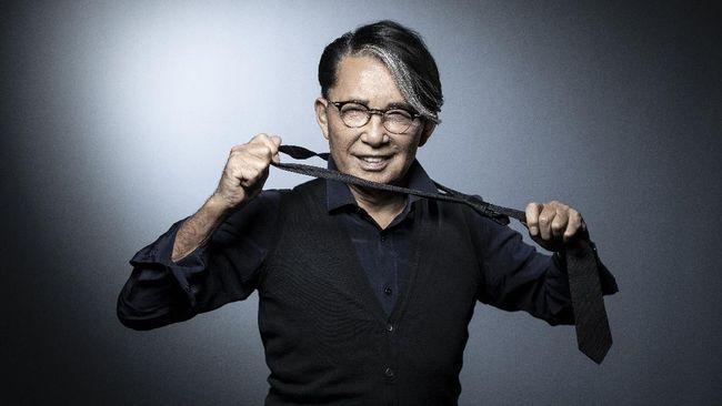 Dunia mode berduka setelah kepergian sang legenda Kenzo Takada, desainer Jepang yang dikenal dengan koleksi busananya yang fun dan penuh kebebasan.