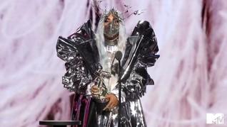 Cerita di Balik Masker Lady Gaga Buatan Desainer Indonesia