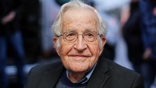 Pemikir asal AS, Noam Chomsky, menyatakan dukungan terhadap advokat HAM, Veronica Koman, yang didesak mengembalikan dana beasiswa LPDP.