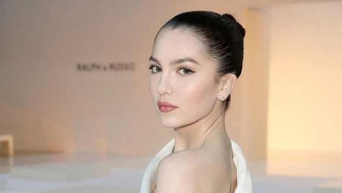 Pesona Super Model Maya Henry, Tunangan Liam Payne