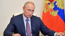 Putin Tanding Hoki Es usai Divaksin Corona