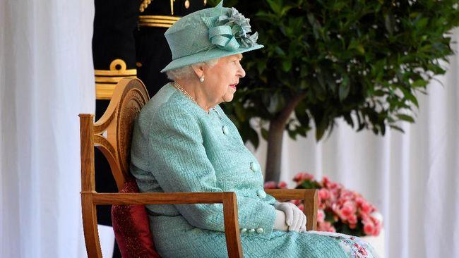 Ratu Elizabeth II diminta dokter untuk istirahat secara penuh di Kastel Windsor, Berkshire, Inggris dan terpaksa membatalkan perjalanan ke Irlandia Utara.