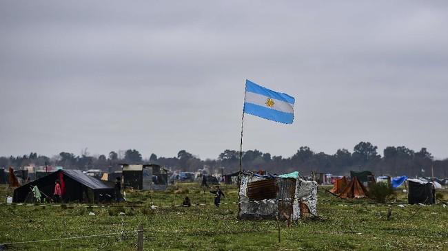 Jumlah penduduk miskin di Argentina meningkat akibat penyebaran virus corona beberapa bulan belakangan ini. Beberapa di antaranya menjadi tunawisma.