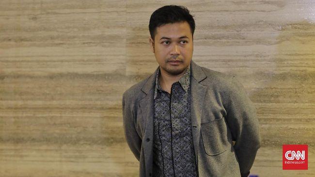 CEO PT Jouska Finansial Indonesia Aakar Abyasa Fidzuno membantah tudingan akan melarikan diri ke Australia. Ia menyatakan tidak pernah mangkir dari pemeriksaan.