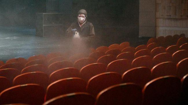Kasus Corona Tembus 7 3 Juta India Buka Bioskop Hari Ini