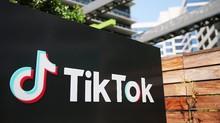 AS Blokir Download Aplikasi TikTok dan WeChat Mulai Besok