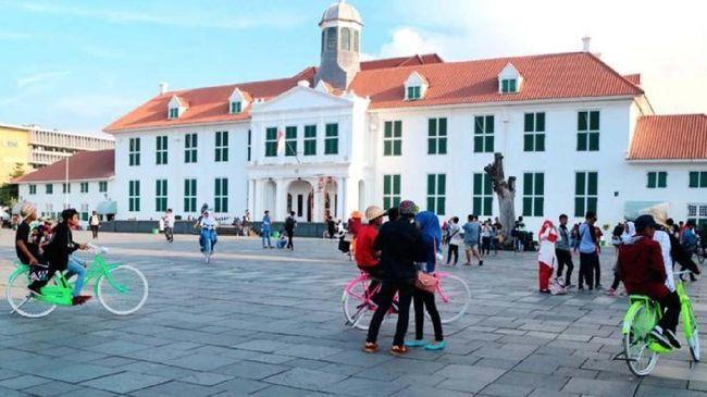 Mendikbud Nadiem Makarim berharap kawasan Kota Tua Jakarta jadi contoh tempat wisata yang menerapkan penggunaan bahasa negara di area publik.