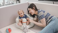 <p>Sebagai ibu, Kimberly Ryder kerap menghabiskan waktunya bersama si kecil. (Foto: Instagram @kimbrlyryder)</p>