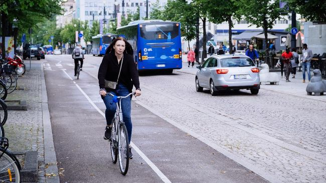 Lahti, kota di Finlandia yang amat bergantung pada kendaraan bermotor, memberi hadiah bagi warganya yang giat naik transportasi umum.