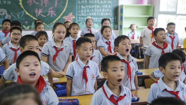 China Pangkas PR dan Bimbel demi Kurangi Tekanan Siswa