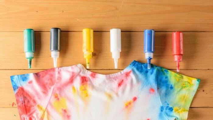 Coba DIY Ini Yuk! Cara Mengubah T-Shirt Lama Menjadi Lebih Stylist dan Baru