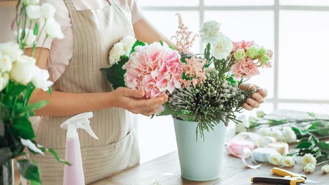 Ketika pandemi, Sakura Bloom membuat dried flower yang mudah dirangkai. Semua pesanan dikirim Grab, bahkan rangkaian bunga yang besar tinggal pick up GrabCar.