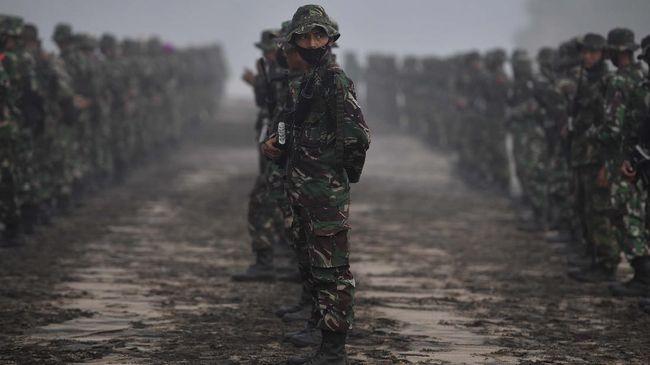 Satgas TNI Marinir berhasil menembus daerah terisolasi dampak banjir yang sulit dijangkau untuk mendistribusikan bantuan korban banjir Kalsel.