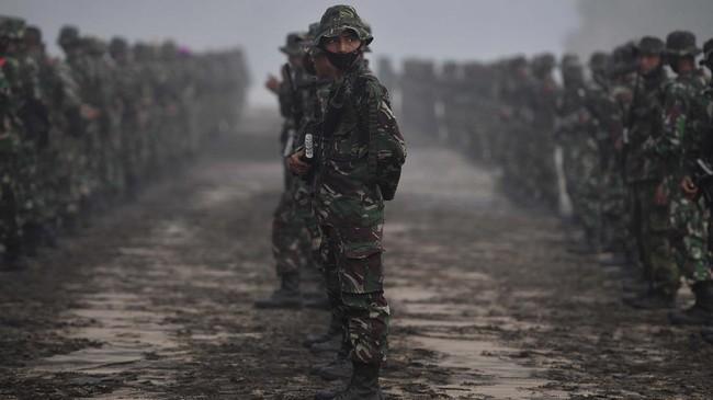Pasukan Marinir TNI Tembus Daerah Terisolasi Banjir Kalsel