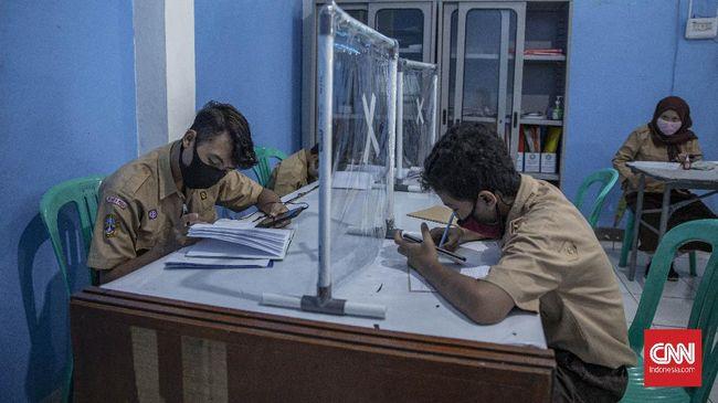 Praktisi mengkritik kinerja satu tahun pemerintahan Jokowi-Ma'ruf di bidang pendidikan, tak lebih dari mengganti nama program, tapi memakan banyak anggaran.