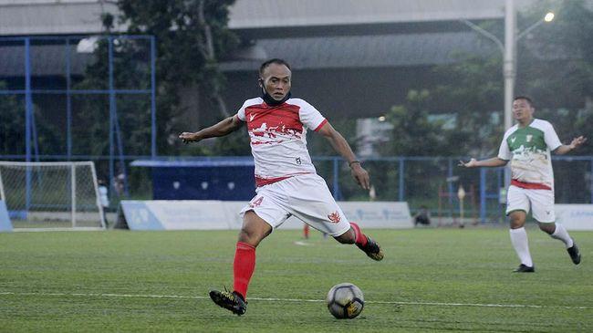 Peri Sandria merupakan salah satu striker top yang pernah dimiliki Timnas Indonesia. Namun ia mengaku prestasinya itu pernah diingkari PSSI.