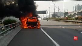 VIDEO: Detik-Detik Mobil Mewah Hangus Dilalap Api