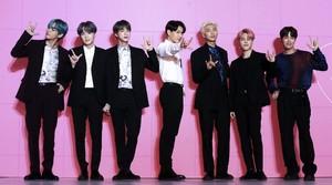 Dynamite BTS Memuncaki Billboard Hot 100 untuk Kali Ketiga
