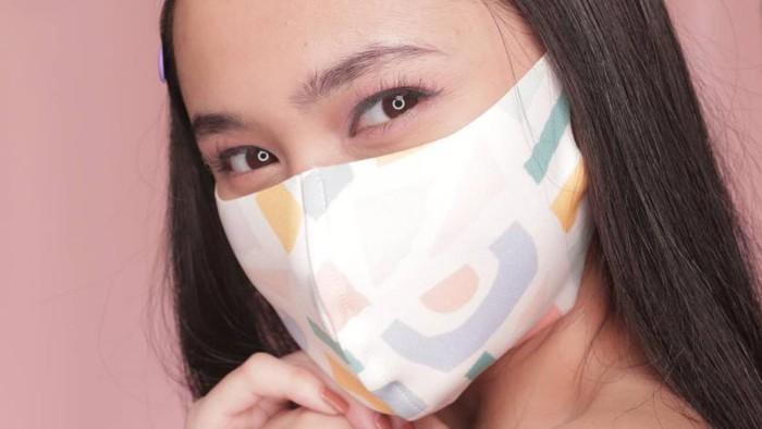 Bikin Wajah Flawless! 6 Makeup On Budget yang Awet Seharian Meski Pakai Masker