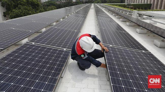 Pabrik Coca Cola di Cibitung memasang atap panel surya seluas 72 ribu meter persegi. Panel surya itu merupakan yang terbesar di ASEAN.
