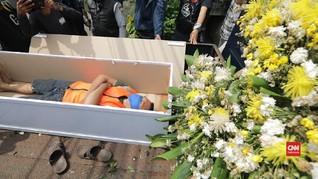 VIDEO: Hukuman Tak Pakai Masker, Merenung di Peti Mati